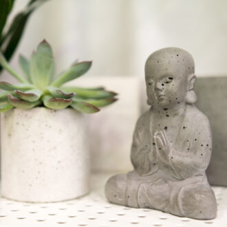 Декоративная статуэтка из бетона «Будда»