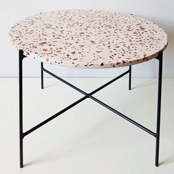 Журнальный столик из бетона «Terrazzo»